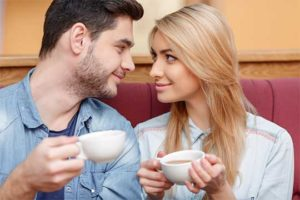 Casal Cristão tomando Café